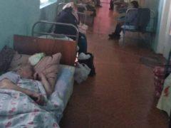 На койку в коридоре и со своим кислородом. Почему ковидные больницы в Украине стали адом для больных и врачей