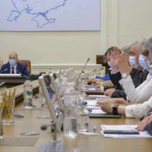 Власть собралась распродать Украину, еще и дорогие кредиты на это берет