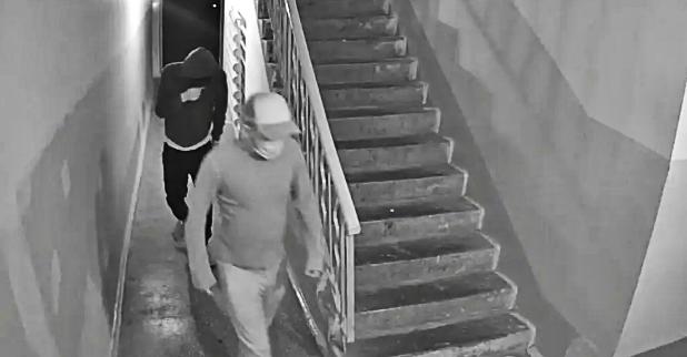 Камеры наблюдения не останавливали воров. Проникнув в дом, злоумышленники обворовывали квартиры. Фото: Obozrevatel